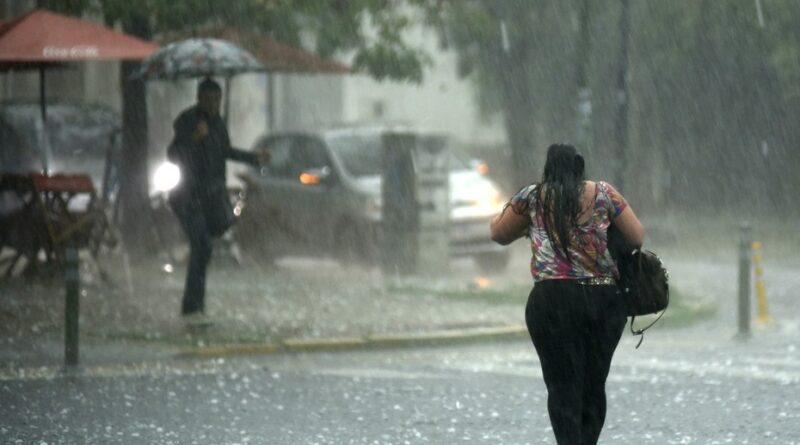 Pronostican aguaceros y tronadas por efecto de vaguada este martes